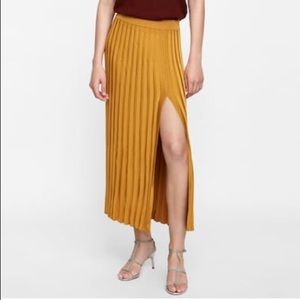 NWT. Zara knit skirt with vent, M.